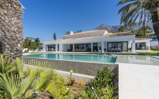 ARFV2052 - Elegant villa on one level for sale in Rocio de Nagueles in Marbella