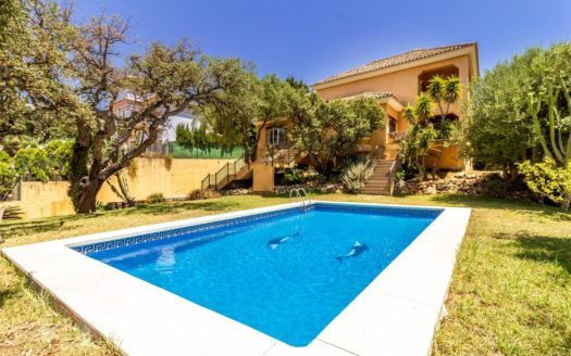 ARFV2118 - Traditional villa for sale in Elviria in Marbella