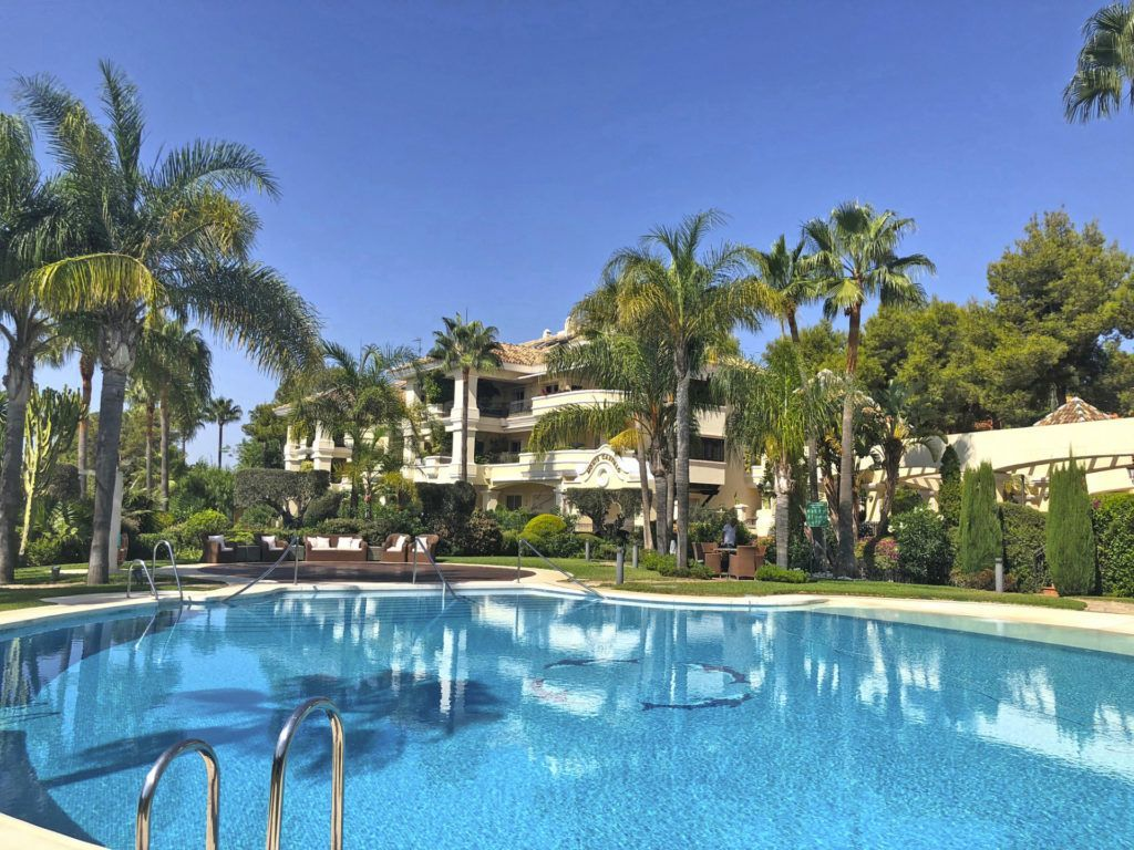 ARFA832 - Elegant apartment for sale in Altos Reales in Marbella with sea views