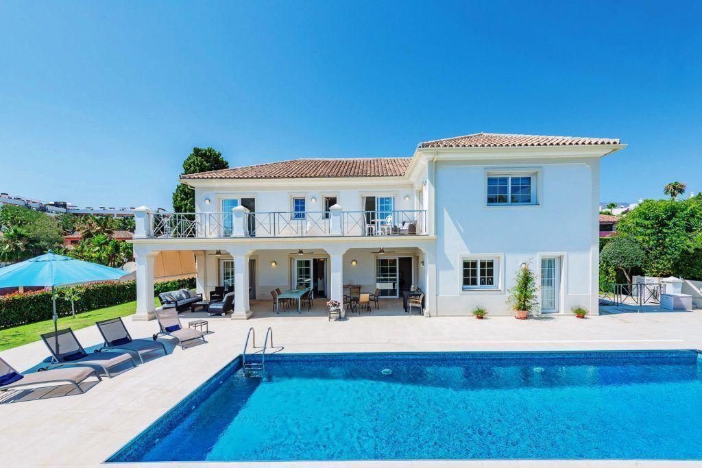 ARFV2140 - Fantastic villa in beach location for sale on the Golden Mile in Marbella