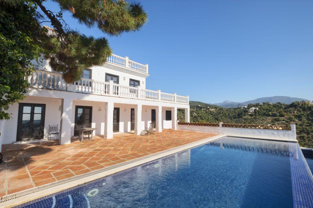 ARFV2135-283 - Villa with guest apartment for sale in El Madroñal in Benahavis