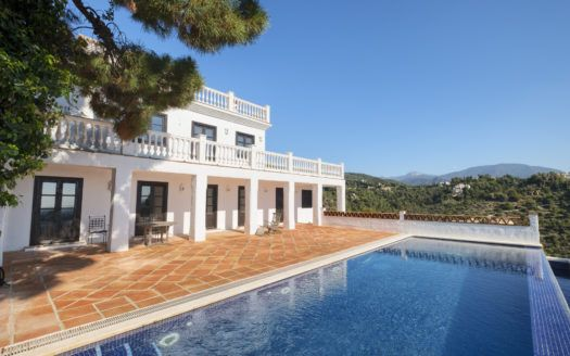 ARFV2135-283 - Villa with guest apartment for sale in El Madroñal in Benahavis