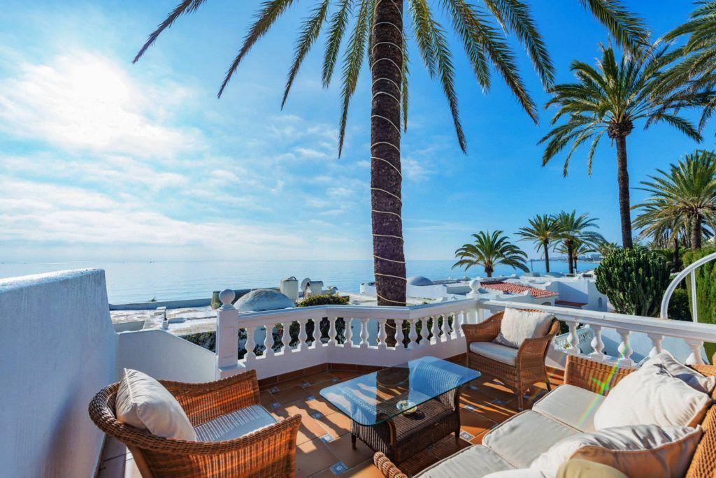 ARFV2142 - Luxury semi-detached villa in beach location on the Golden Mile in Marbella