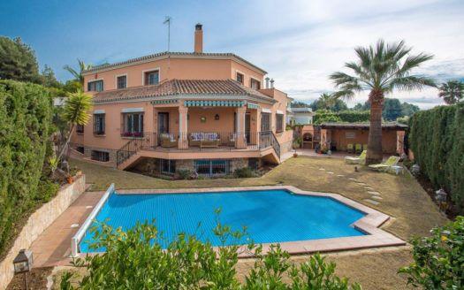 ARFV2154 - Andalusian style villa for sale in Atalaya Rio Verde in Nueva Andalucia in Marbella