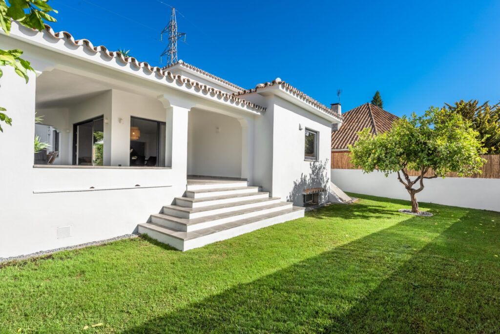 ARFV2126 - Modern urban villa for sale in Marbella