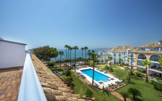 ARFA1405 - Beachfront Penthouse west of Estepona town