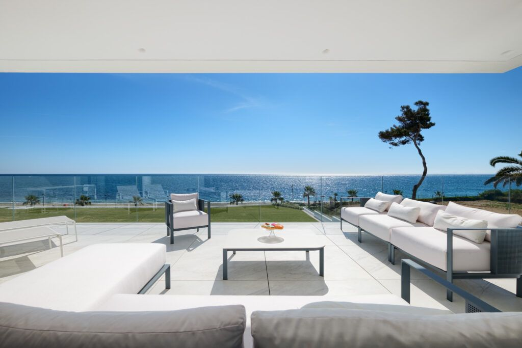 ARFA1411-362 Frontline beach apartment for sale in top location