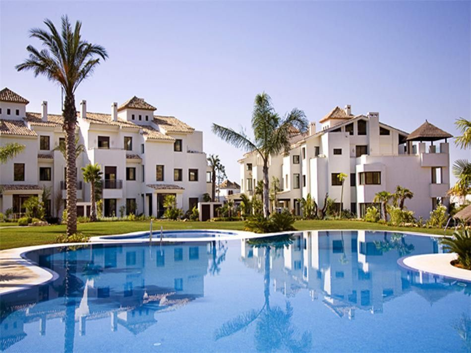 Beautiful apartment for sale in El Paraiso Alto in Benahavis with sea views