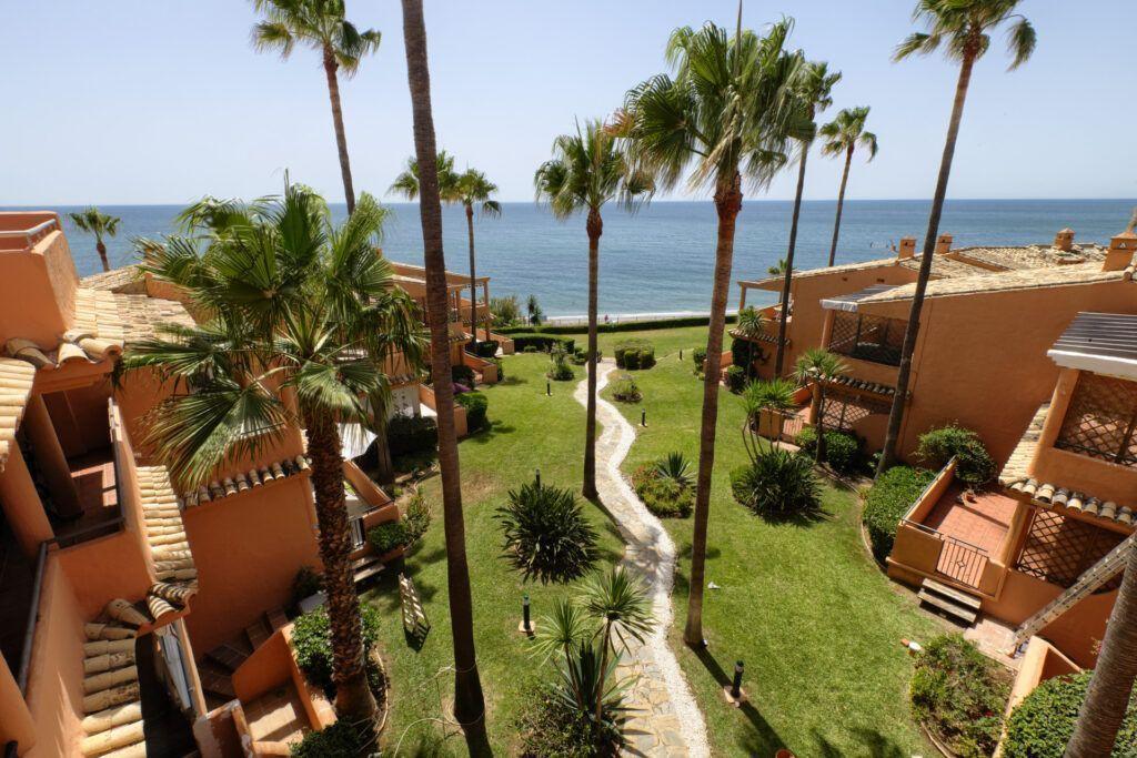 ARFA1425-324 Fully renovated penthouse in first beach line in Urb. Bermuda Beach in Estepona