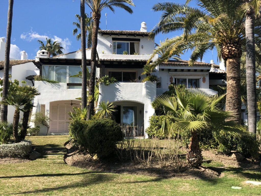 ARFTH126 Townhouse beachfront for sale in Costalita in Estepona
