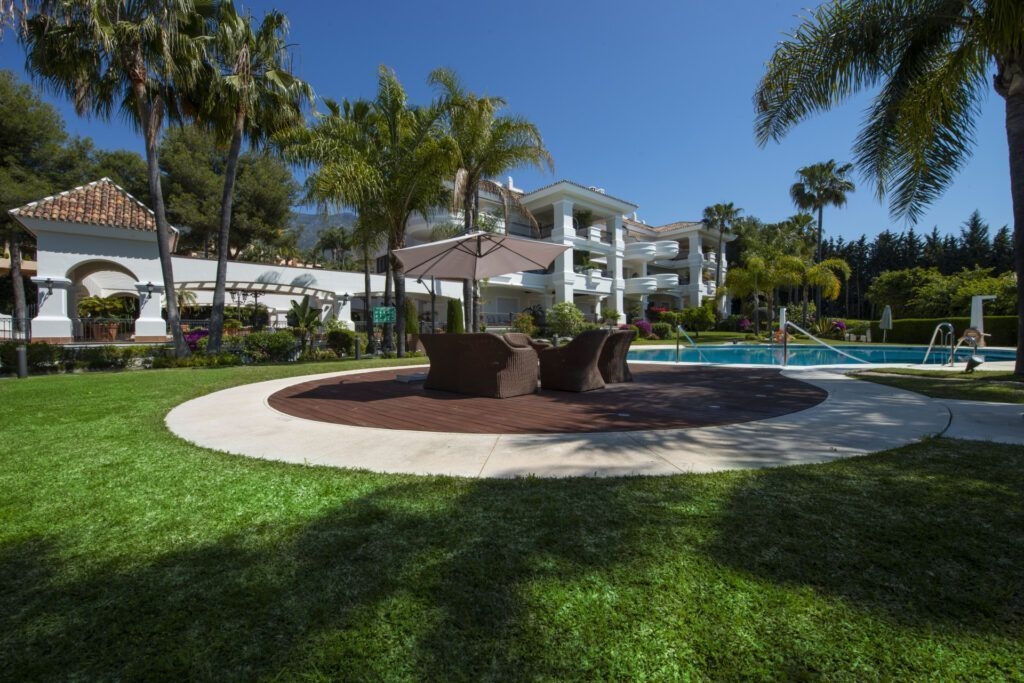 ARFA832 - Elegant apartment for sale in Altos Reales in Marbella with sea views