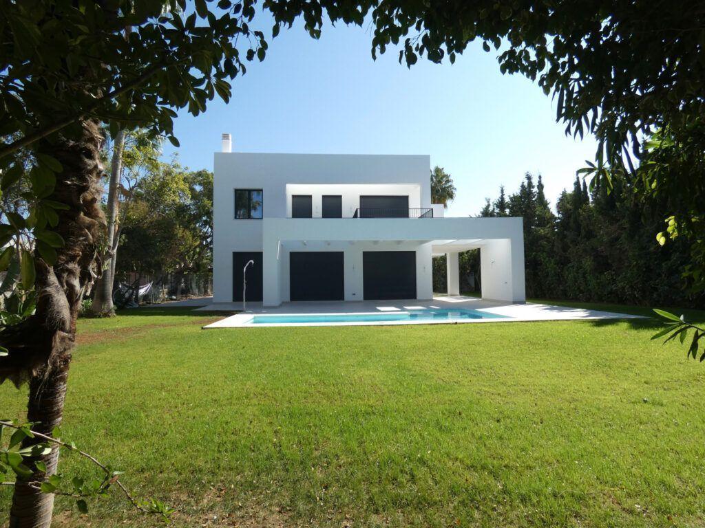 ARFV2182 Bright new construction villa in Atalaya Beach in Estepona
