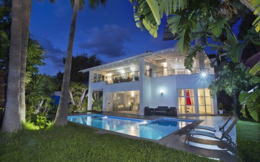 ARFV2183 - Modern villa with sea view