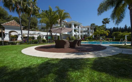ARFA1402 - Luxury apartment for sale in Monte Castillo in Altos Reales in Marbella
