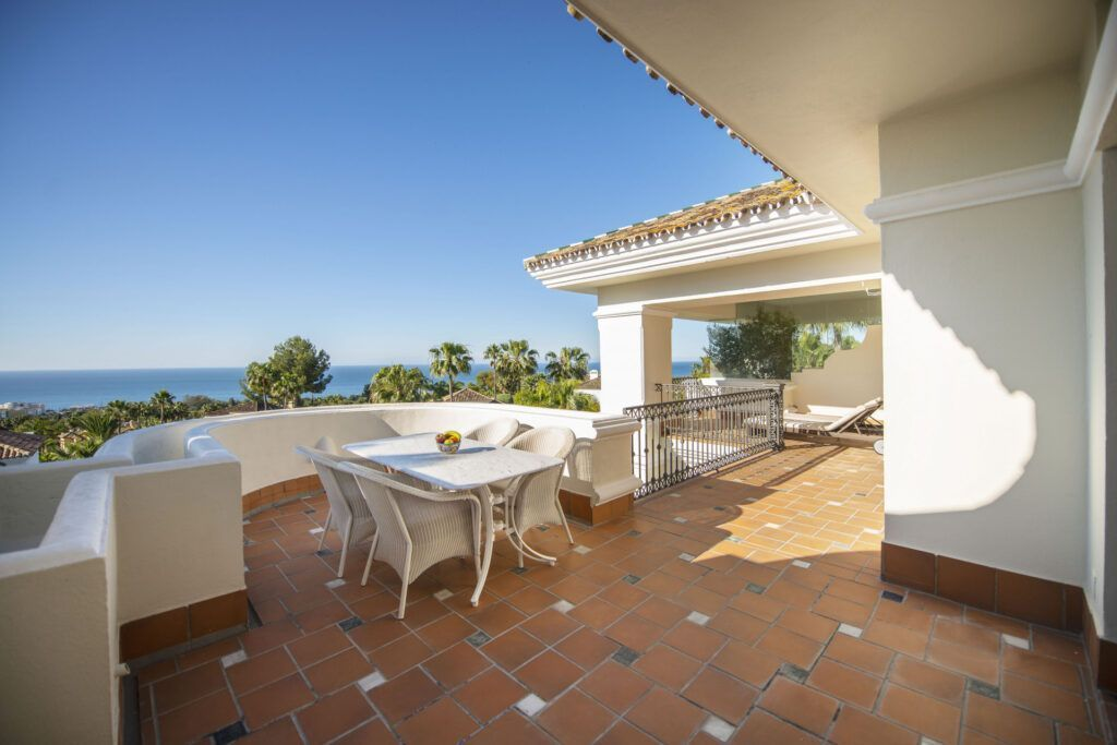 Elegant Penthouse in luxury residence  in Altos Reales close to Marbella