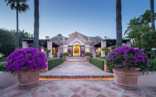 ARFV2190 This is not your typical Sierra Blanca mansion...