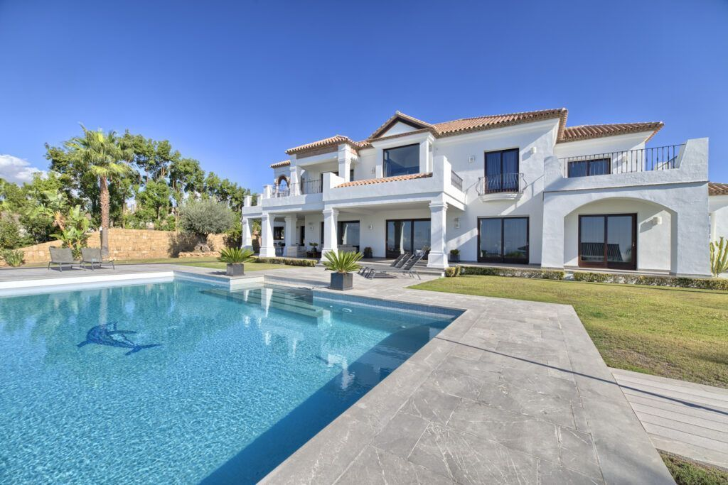 ARFV1160-365 - Fantastic modern villa for sale in Los Flamingos Golf in Benahavis with panoramic views