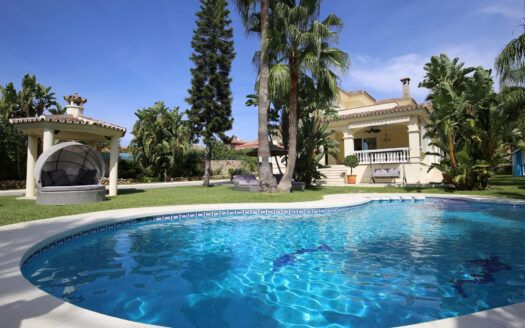 ARFV2195 Elegant Villa with modern elements on the New Golden Mile