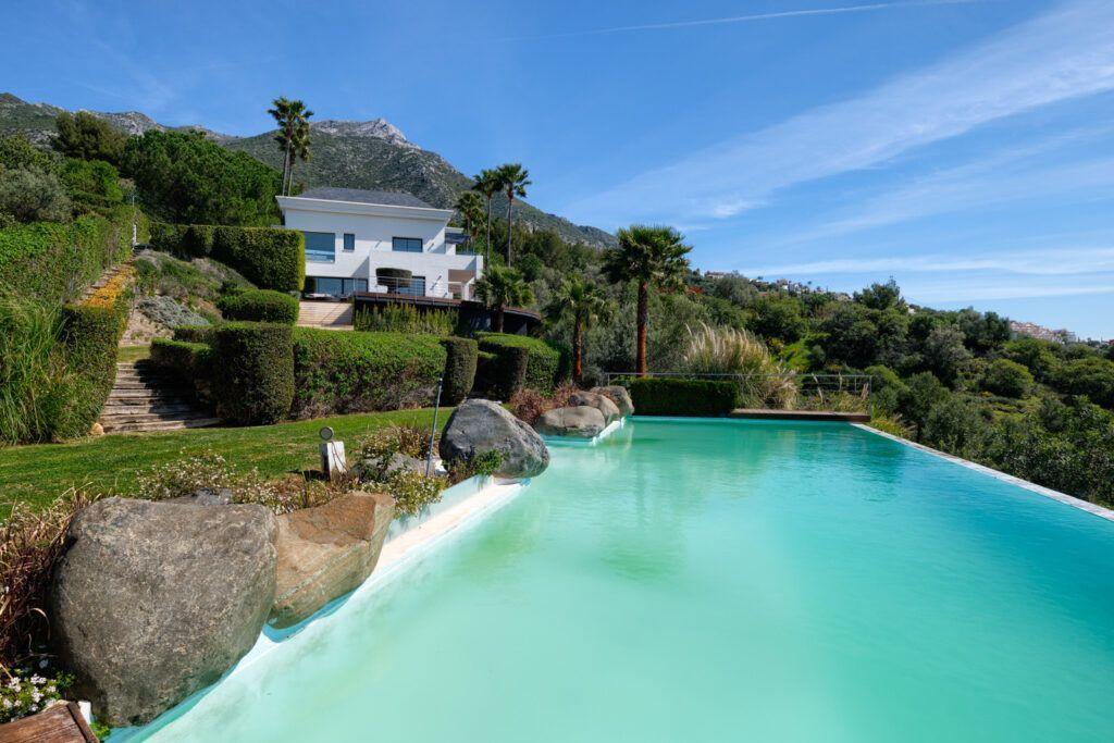 ARFV2206-379 Villa with spectacular views over the lake of Istán