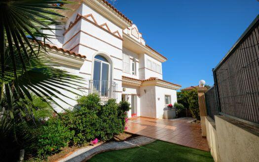 ARFV2208-372 South facing Family Villa in Riviera del Sol